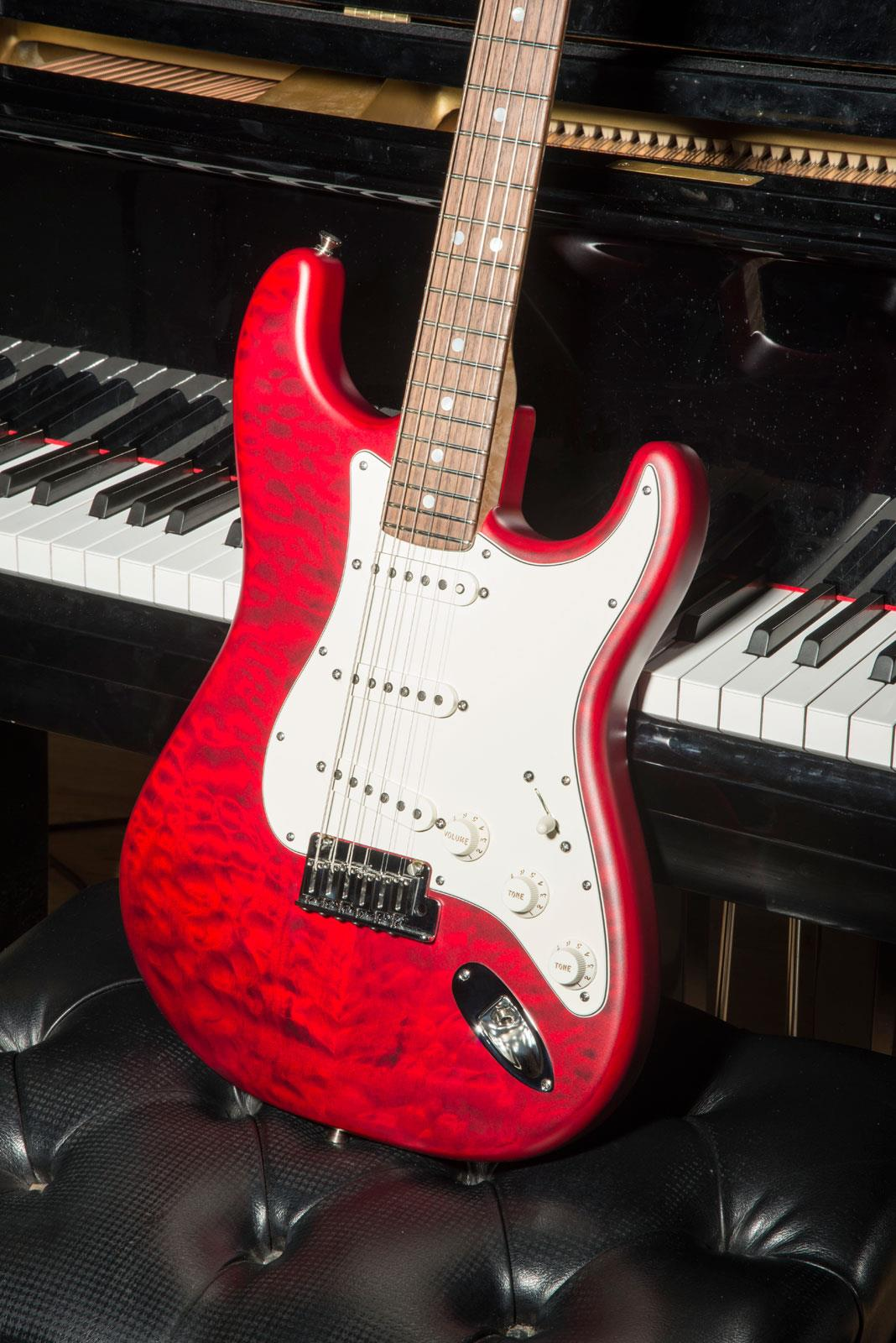 fender custom shop 2014 custom deluxe strat rw candy red transparent keymusic. Black Bedroom Furniture Sets. Home Design Ideas