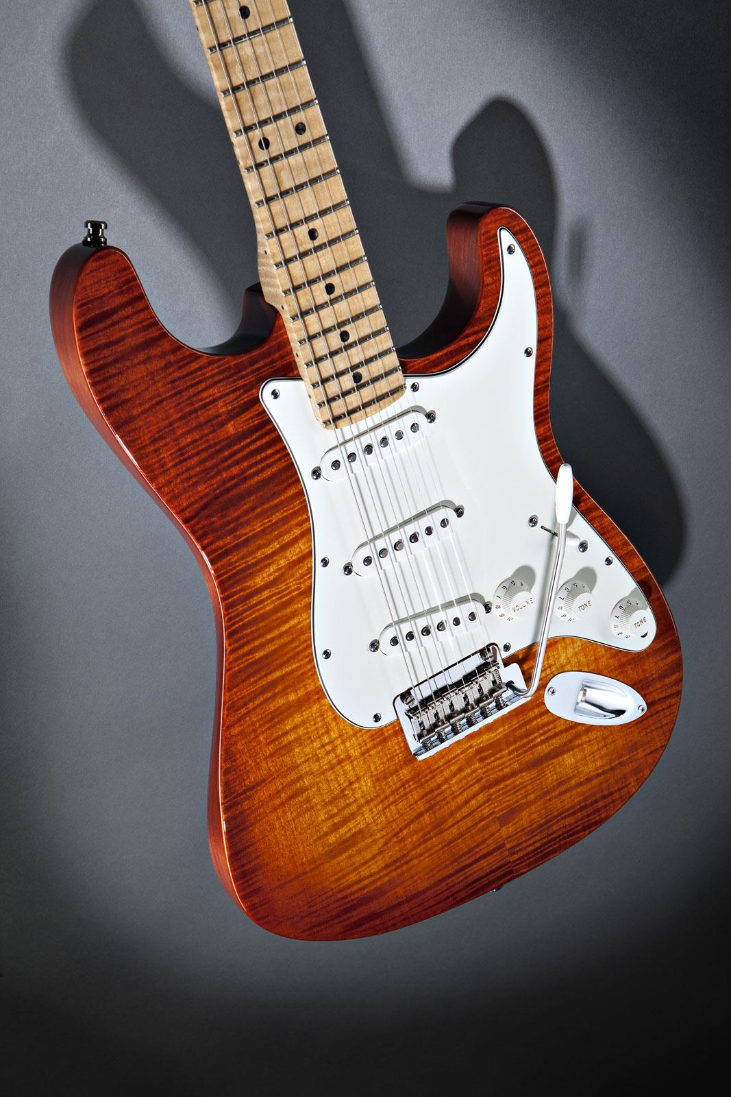 Fender Select Stratocaster Dark Cherry Burst