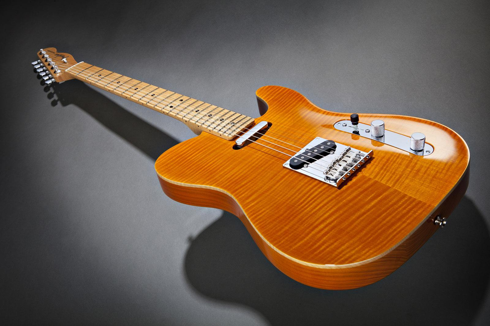 Fender select carved maple top telecaster amber keymusic