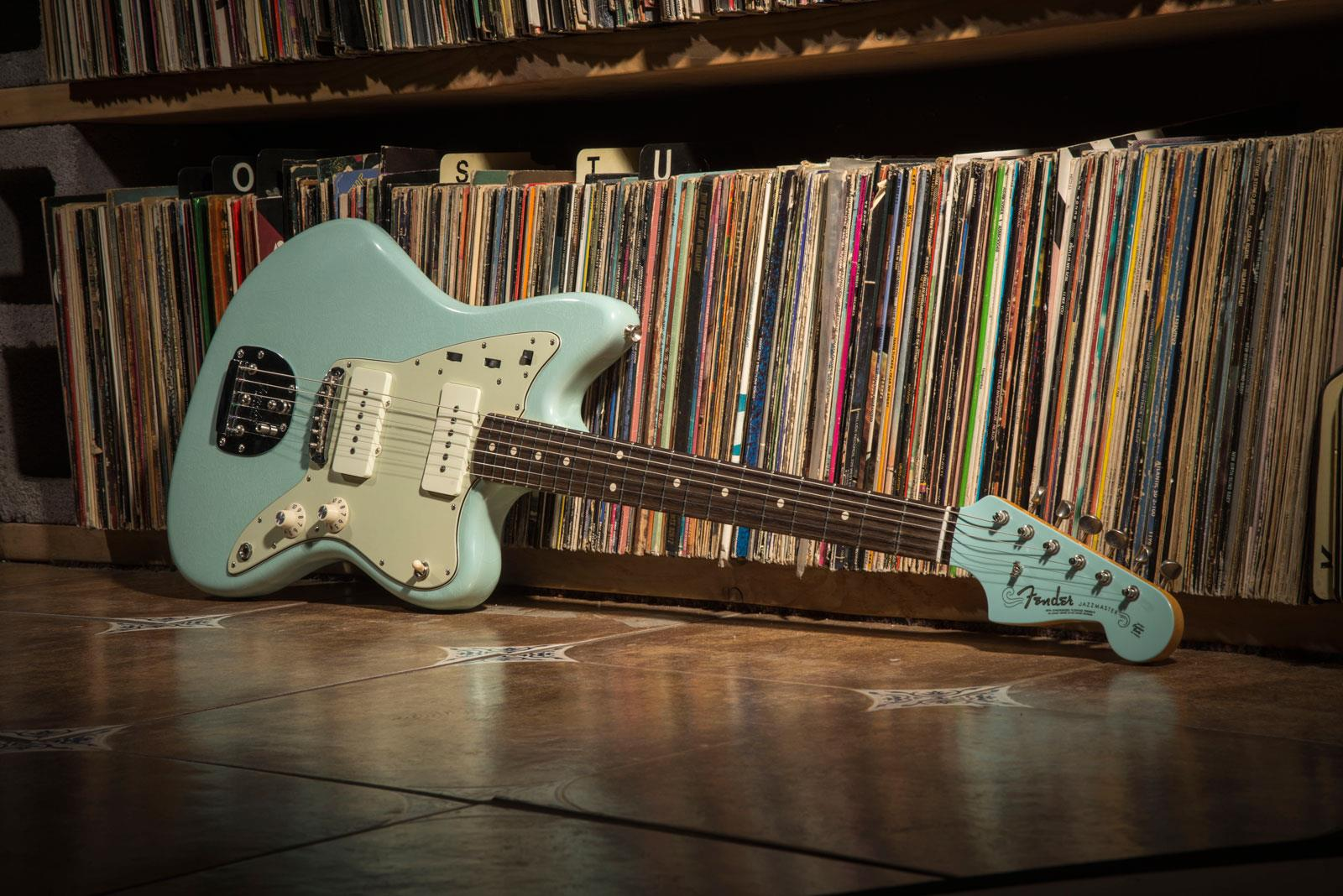 ... Fender Custom Shop 1964 Closet Classic Jazzmaster RW Sonic Blue  Alternative Design Guitar