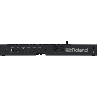 Roland D-05 analoge synthesizer