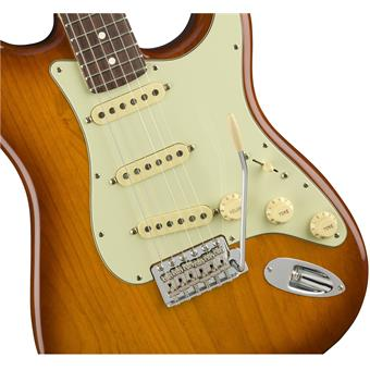 Fender American Performer Stratocaster Honey Burst electric guitars